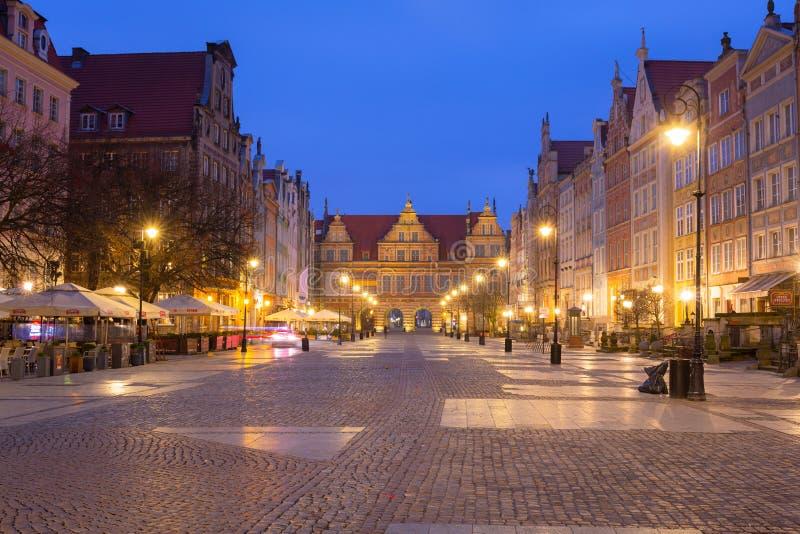 Gdansk, Polonia - 23 de marzo de 2019: Arquitectura del carril largo de la ciudad vieja en Gdansk en el amanecer, Polonia imagen de archivo