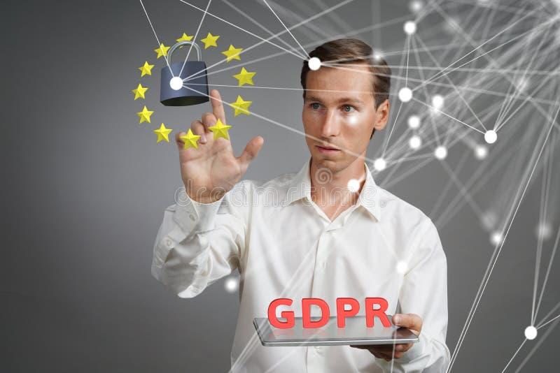 GDPR概念 一般数据保护章程,个人数据的保护 有片剂的年轻人与a一起使用 库存图片
