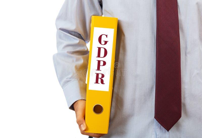 GDPR-överensstämmelse Chef som rymmer en mapp på vit bakgrund, text GDPR, snabb bana royaltyfri fotografi