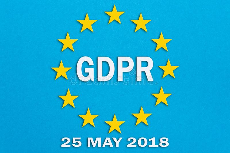 GDPR και η σημαία της Ευρωπαϊκής Ένωσης στο μπλε υπόβαθρο Η απεικόνιση στην τεχνική papercut Γενικός κανονισμός προστασίας δεδομέ στοκ φωτογραφία με δικαίωμα ελεύθερης χρήσης