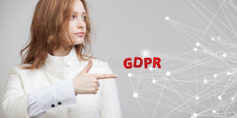 GDPR, изображение концепции Общая регулировка защиты данных, защита личных данных Молодая женщина работая с стоковая фотография rf