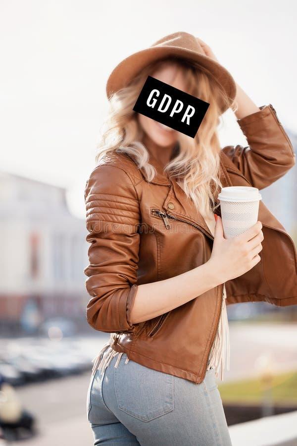 GDPR -掩藏她的面孔的少妇 图库摄影
