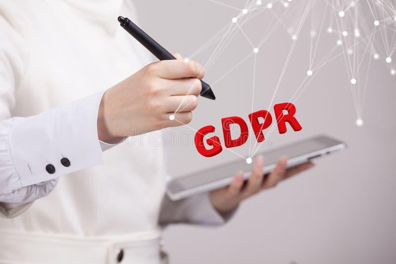 GDPR pojęcia wizerunek Ogólnych dane ochrony przepis ochrona osobiści dane Młoda kobieta pracuje z zdjęcia royalty free