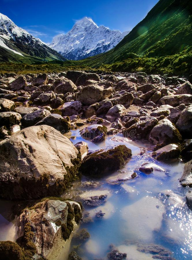 Gdy bóg bawić się z colours, dziwki doliny ślad, Aoraki, góra Cook, Nowa Zelandia zdjęcie royalty free