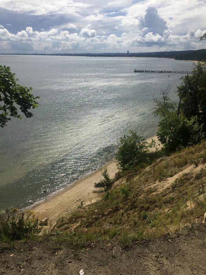 Gdynia Orlowo, Πολωνία, υψηλοί απότομοι βράχοι του κόλπου του Γντανσκ στοκ εικόνες