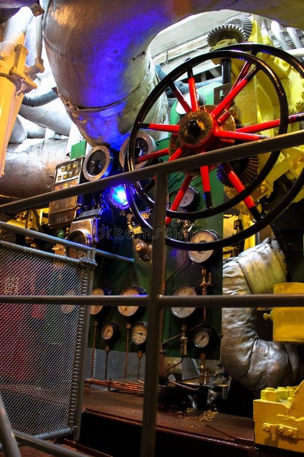 Gdynia, Polonia - la sala macchine del distruttore polacco della nave da guerra del museo della nave da guerra fotografia stock