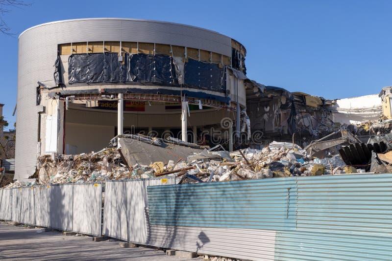 Gdynia, Pomorskie/Pologne - février, 26, 2019 : Démolition du bâtiment à la place de Kosciuszki Démolition d'un bâtiment dedans photo libre de droits