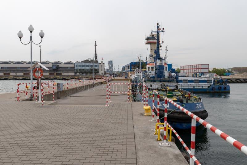 Gdynia, pomorskie/Pologne - mai, 9, 2019 : Port de passager ? Gdynia Vieux b?timents de port en Europe centrale photos stock