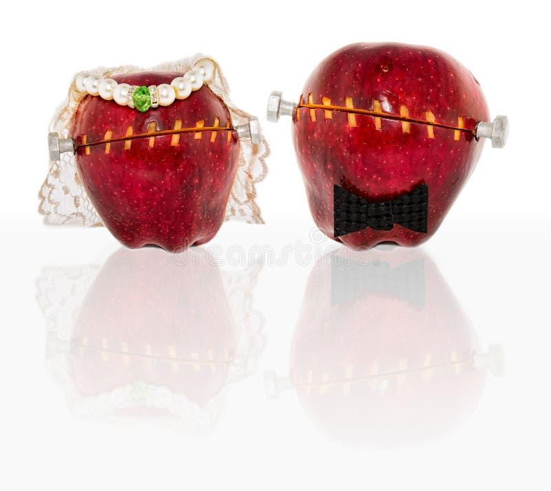 Geänderte Äpfel in der Hochzeits-Tracht stockbilder