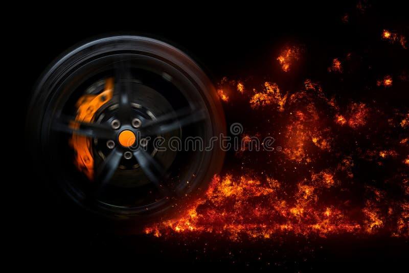 Geïsoleerd generisch sportwagenwiel met gele onderbrekingen die opvlammende vlammen van brand in motie afdrijven stock afbeeldingen
