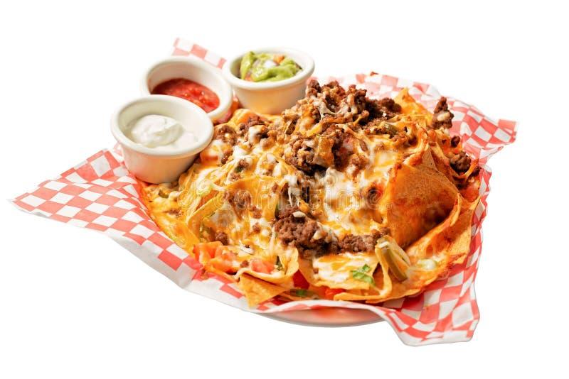 geïsoleerd op witte nacho's met afvoerssausen royalty-vrije stock afbeelding