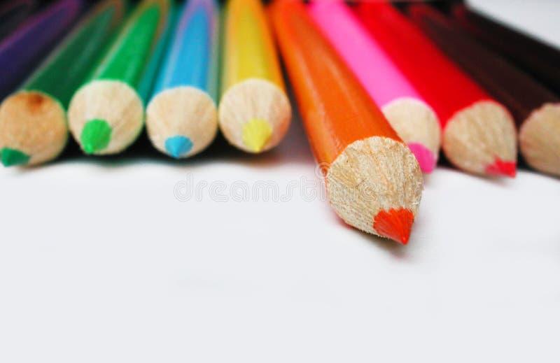 Geïsoleerd_ oranje potloodkleurpotlood royalty-vrije stock foto's