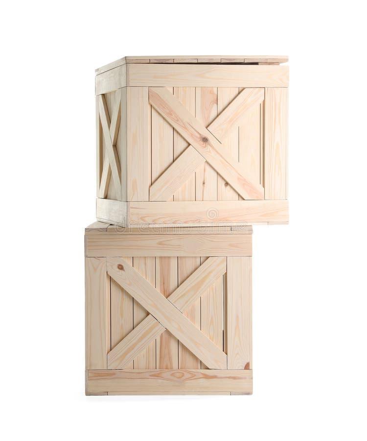geïsoleerd paar gesloten houten kratten royalty-vrije stock afbeelding