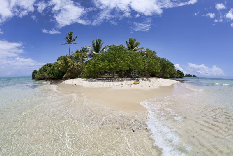 Geïsoleerd tropisch eiland, Fiji stock afbeelding