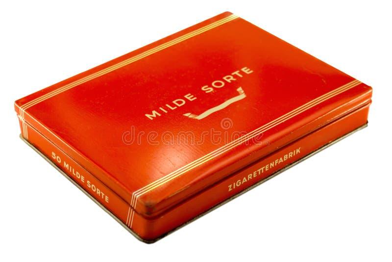Geïsoleerd Uitstekend Rood Duits Sigarettin stock afbeeldingen