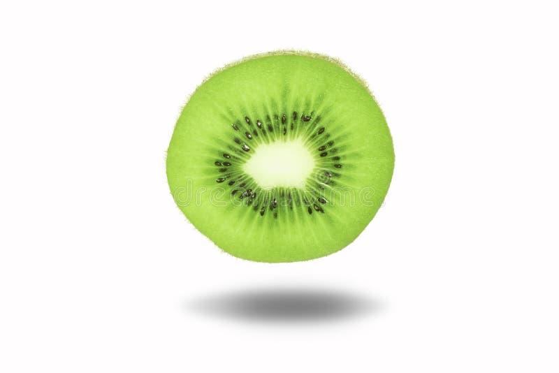Geïsoleerd vers en sappig kiwifruit op witte achtergrond met cli royalty-vrije stock foto's