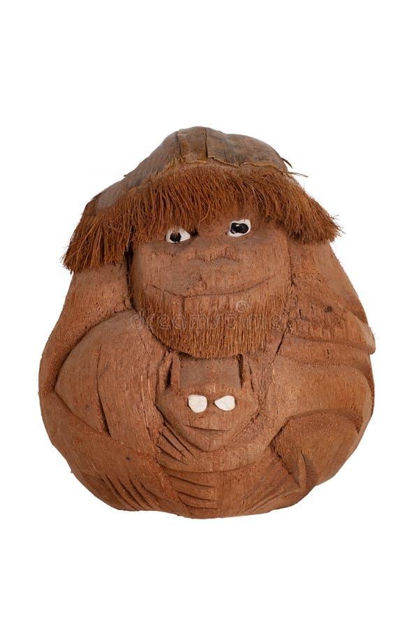 Geïsoleerde aap De grappige aapmoeder met een kind werd gesneden uit kokosnotenshell en werd geïsoleerd op een witte achtergrond  stock foto's