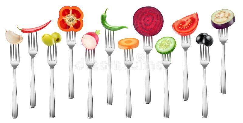 Geïsoleerde besnoeiingsgroenten op een vork stock fotografie