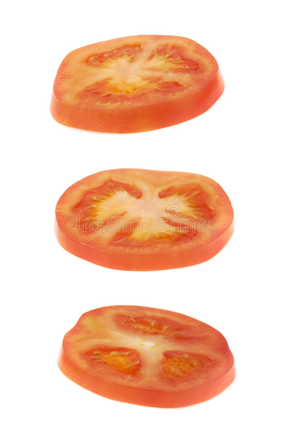 Geïsoleerde de plak van de tomatendwarsdoorsnede stock foto
