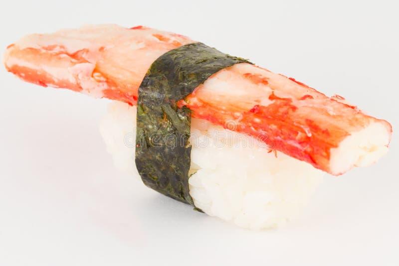 Geïsoleerde de sushinigiri van krabkani met nori op witte achtergrond royalty-vrije stock foto's