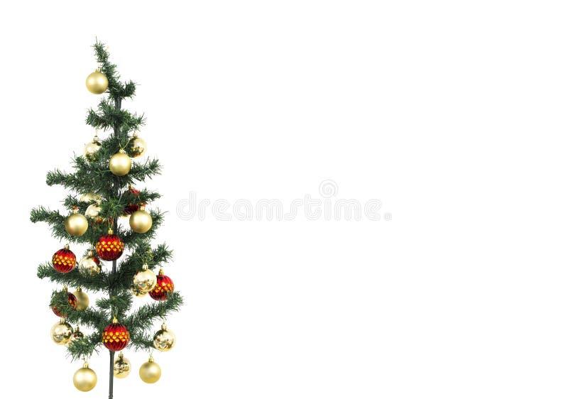 Geïsoleerde die Kerstmisboom met rode en gele ballen wordt versierd stock foto's