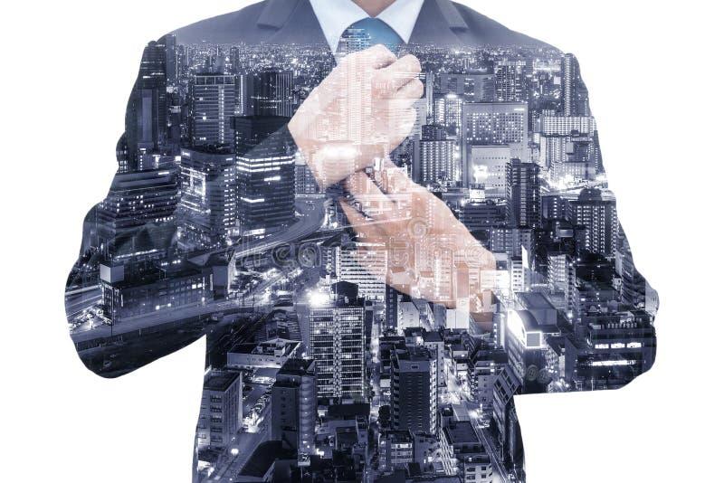 Geïsoleerde dubbele blootstelling van zakenman en de stad van Osaka royalty-vrije stock foto's