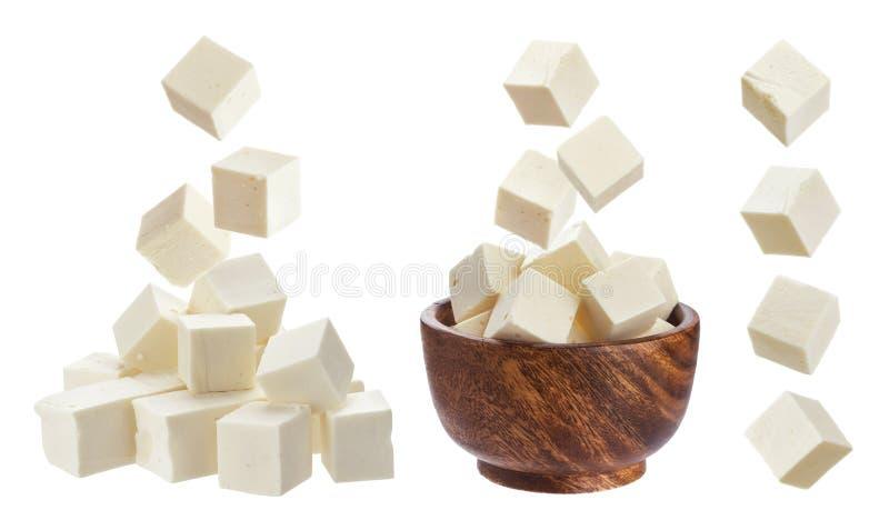 Geïsoleerde feta Dalende stukken van witte kaas stock fotografie