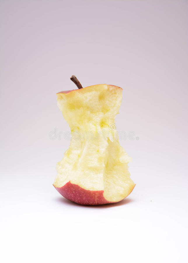 Geïsoleerde gegeten rode appel royalty-vrije stock afbeelding