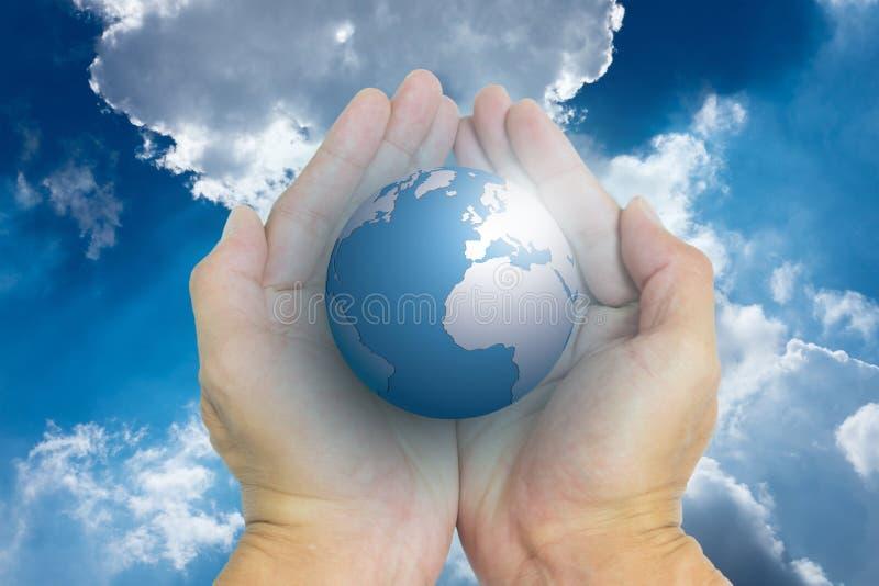Geïsoleerde geopende handen en de wereld stock foto