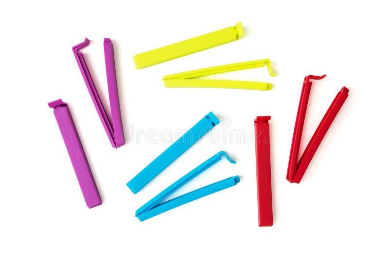 Geïsoleerde kleurrijke zakklemmen stock foto