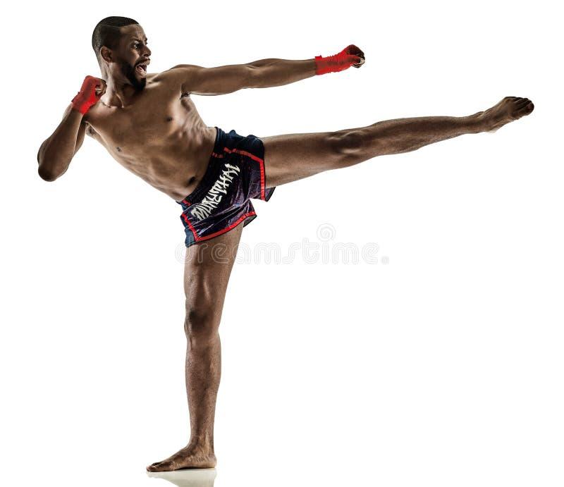 Geïsoleerde Muay Thaise kickboxing kickboxer in dozen doende mens stock foto's