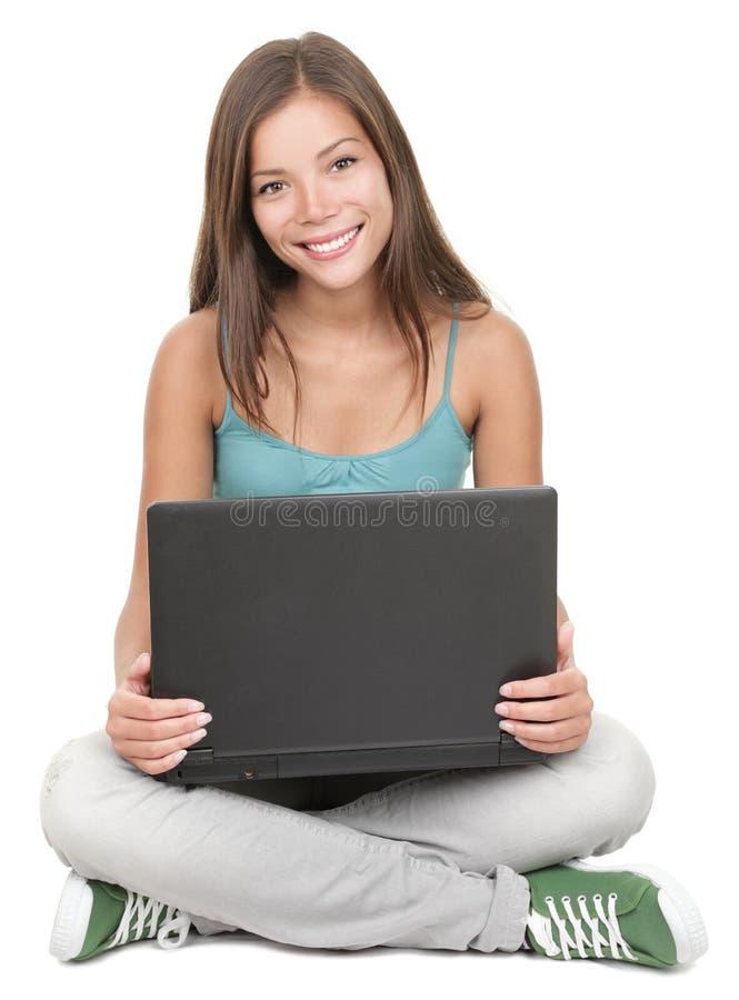 Geïsoleerde_ studentezitting met laptop stock fotografie
