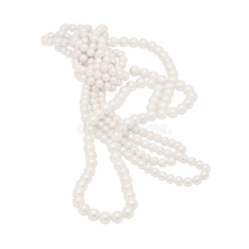Geïsoleerde Verwarde Natuurlijke Gekleurde Parelhalsband op Wit royalty-vrije stock foto's