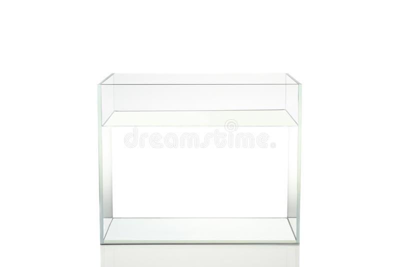 Geïsoleerde vissentank met water op witte achtergrond stock afbeelding