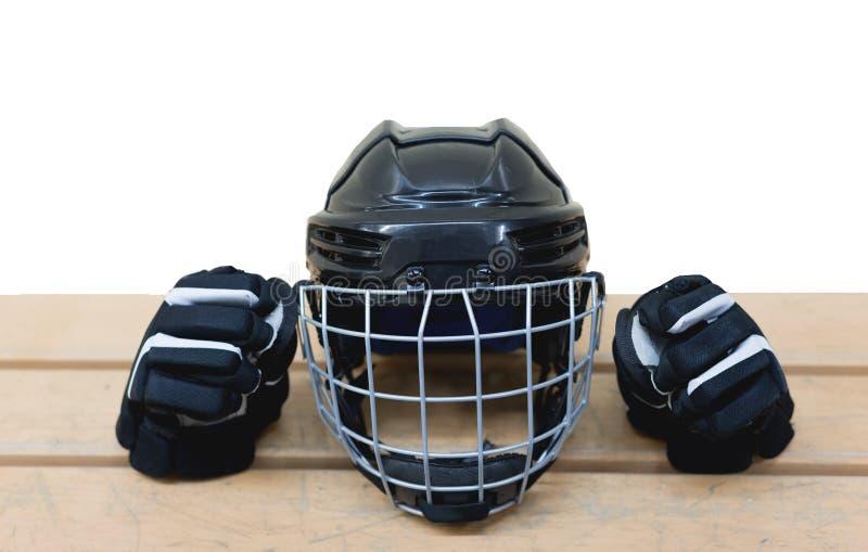 Geïsoleerde zwarte hockeyhelm en handschoenen stock foto