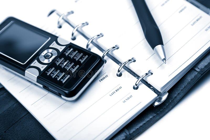 Geïsoleerdee organisator en mobiele telefoon stock afbeelding