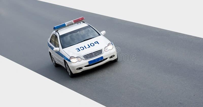 Geïsoleerdee politiewagen op weg royalty-vrije stock afbeelding