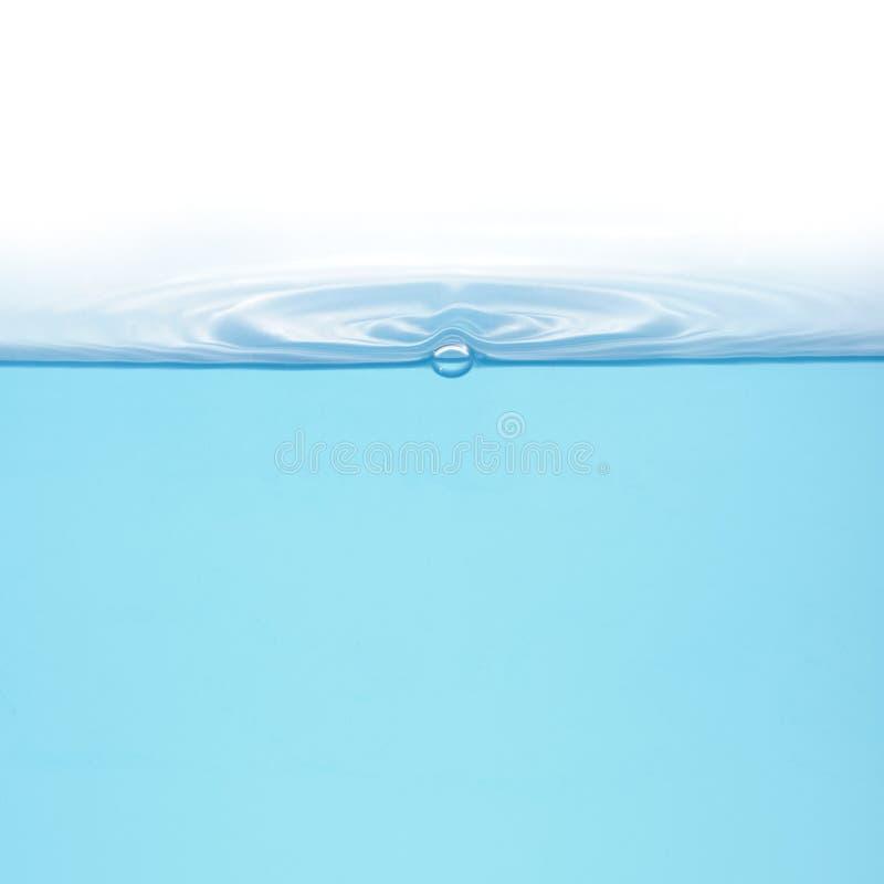 Geïsoleerdeg ringen op water royalty-vrije stock afbeeldingen