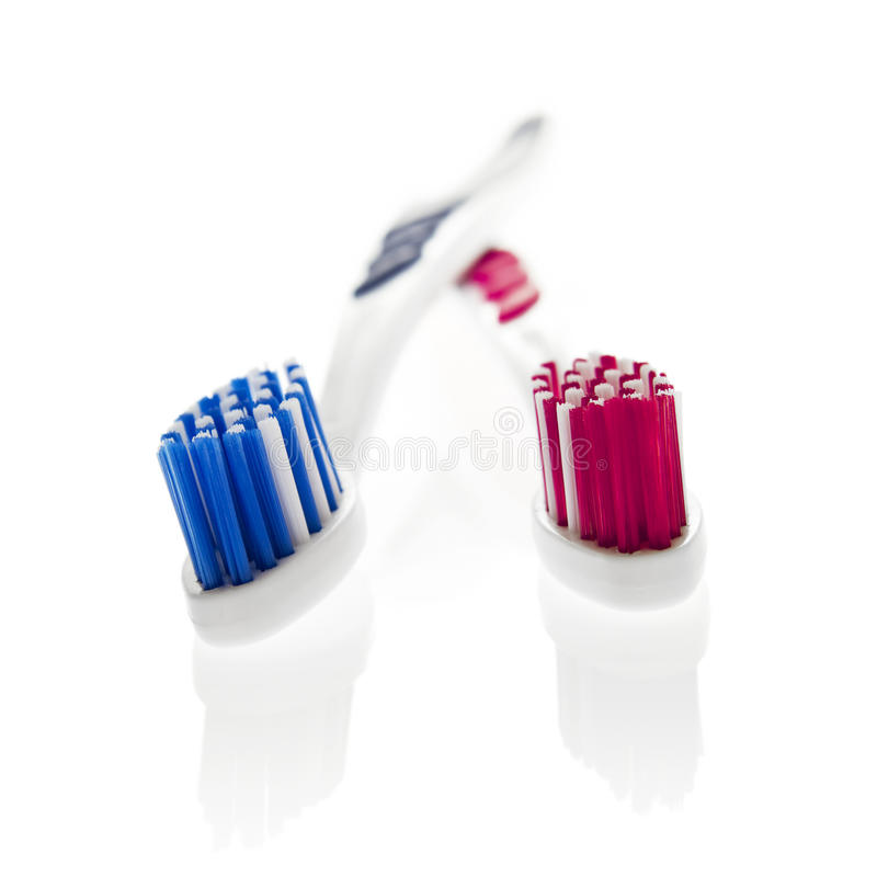 Geïsoleerdeo voorwerpen: zijn 'n van haar tandenborstels stock afbeeldingen
