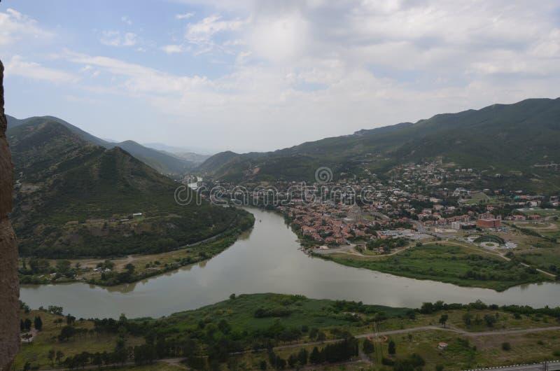 geórgia Vista da cidade antiga de Mtskheta imagens de stock