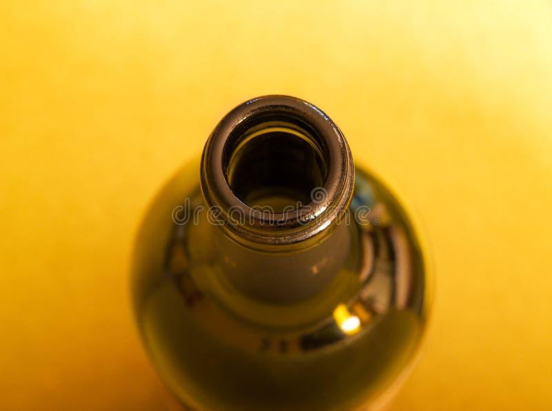 Geöffnete Flasche des Weins stockbilder