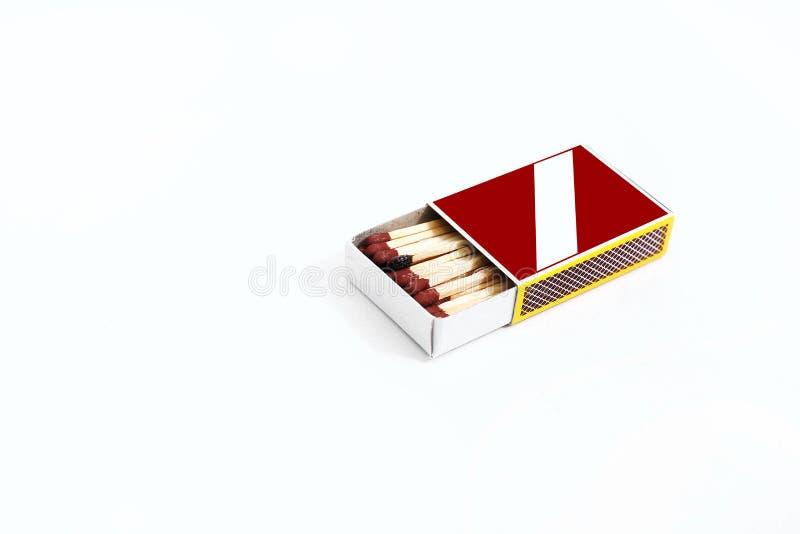 Geöffnete rote Streichholzschachtel stockbild