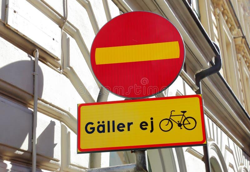 Geöffnete schwedische Einbahnstraße für Radfahrer stockfotos