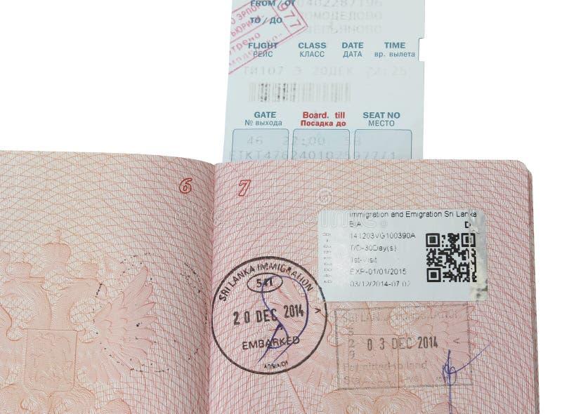 Geöffneter russischer Pass der Seite mit Stempeln stockbilder