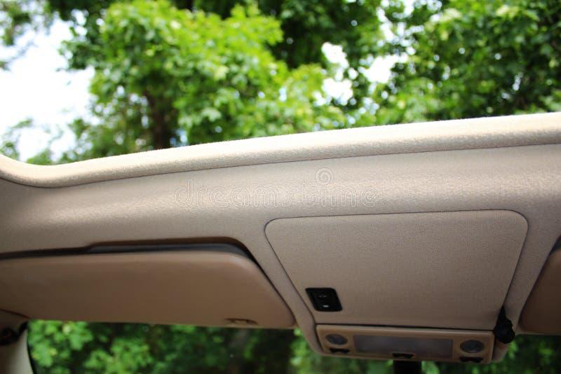 Geöffnetes Autodach lizenzfreies stockbild
