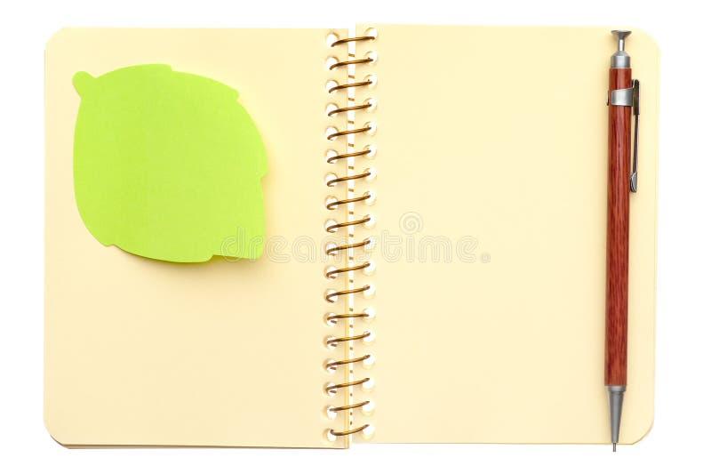 Geöffnetes gewundenes Notizbuch stockbilder
