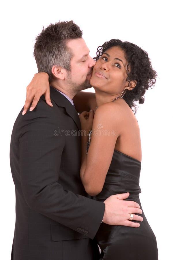 ge henne kyssen royaltyfri foto