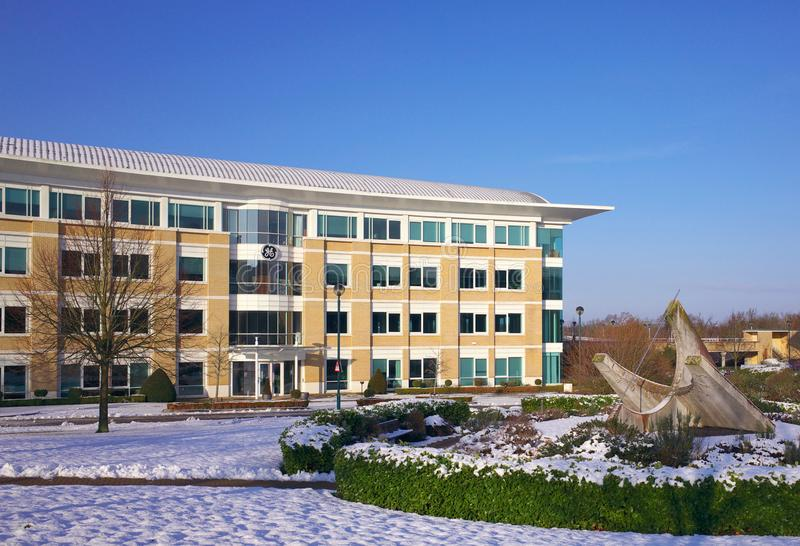 GE kontorsbyggnad i Bracknell England arkivfoton