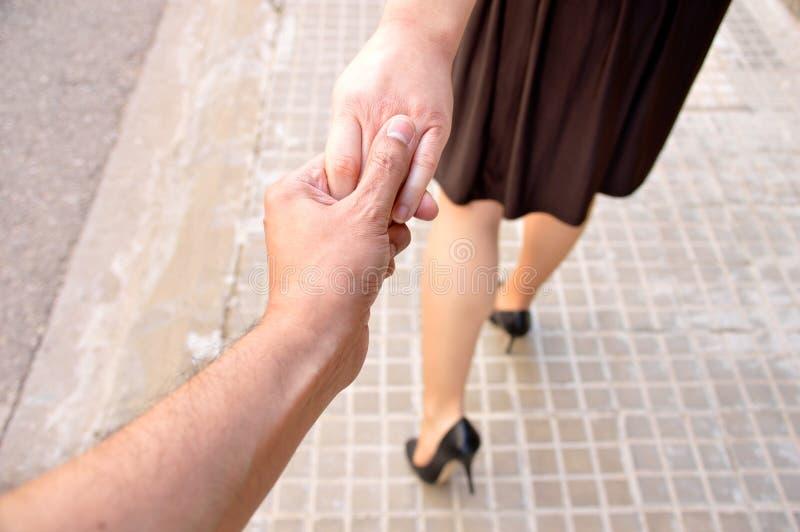 Ge mig din hand och följ mig arkivfoton