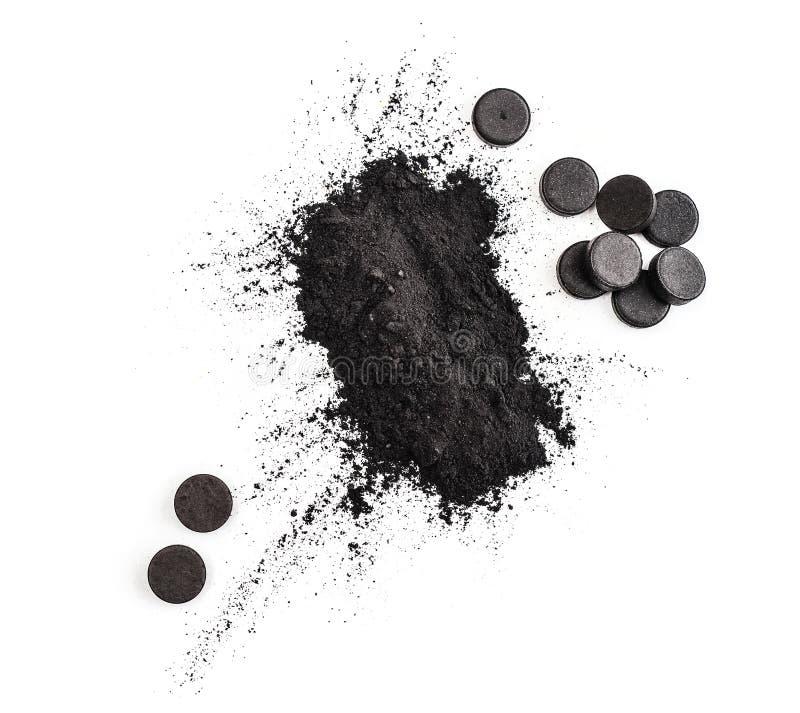 Geactiveerde houtskool in poeder en in pillen stock afbeelding